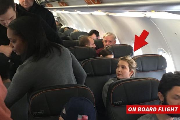 В Нью-Йорке пассажира сняли с рейса за оскорбление дочери Трампа
