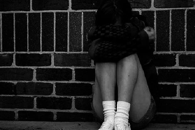 В Киевской области парень в лесу изнасиловал 12-летнюю девочку