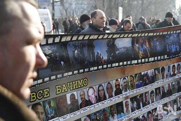 В центре Киева мирно проходят поминальные мероприятия по погибшим 20 февраля 2014 года