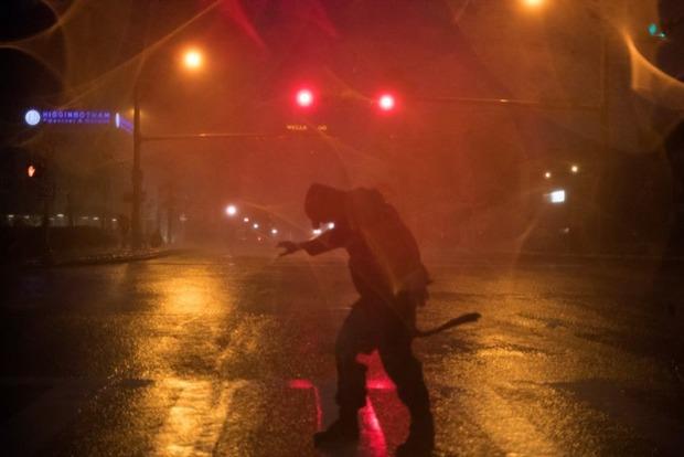На химзаводе в пострадавшем от урагана Хьюстоне начались взрывы и пожар