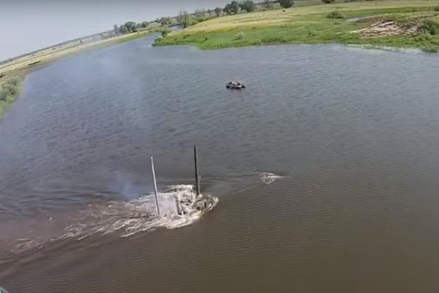 Водоплавающие: ВСУ показали захватывающее видео с танками под водой