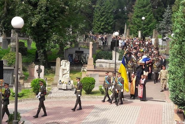Во Львове похорон атовца закончился дракой и топором в гробу