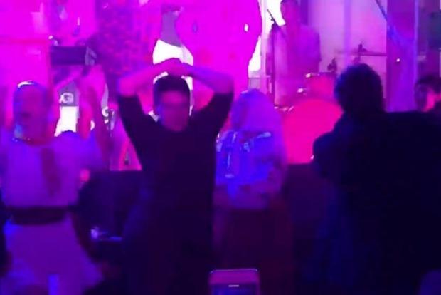 Видео зажигательного танца Надежды Савченко размещено вглобальной web-сети