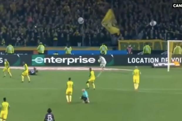 Скандального французского судью, ударившего игрока, отстранили