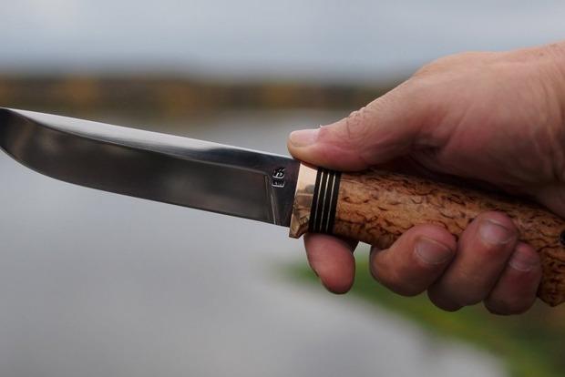 В Киевской области мужчина с ножом напал на полицейского