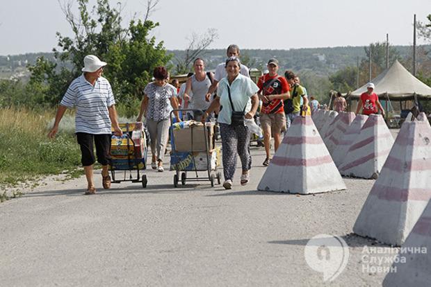 Сотни тысяч украинцев с Донбасса просят политического убежища