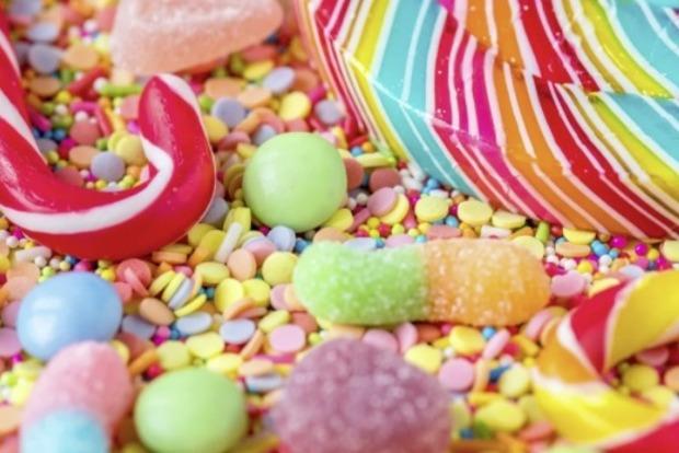 Диетолог назвал здоровую альтернативу сахару, но указала на нюанс