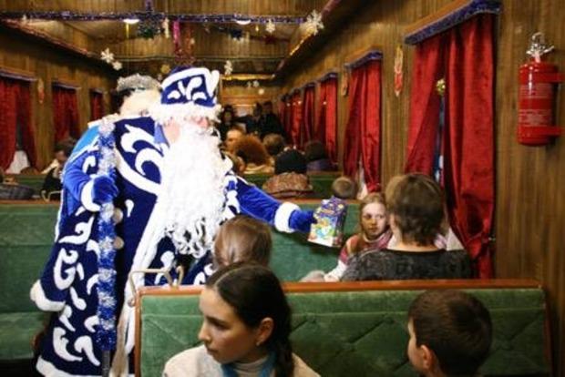 В Украине запустили праздничные поезда Святого Николая