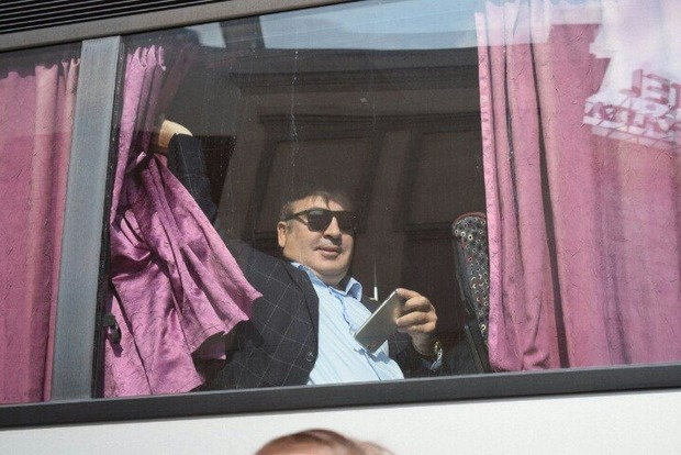 Соцсети представили «прорыв» Саакашвили через границу в фотожабах