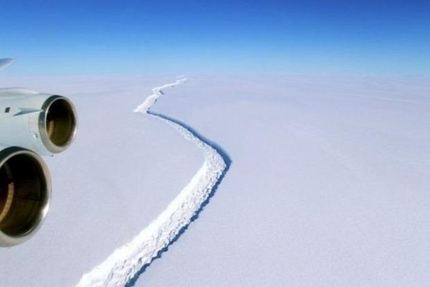 От Антарктиды в ближайшие месяцы отколется огромный айсберг - ученые
