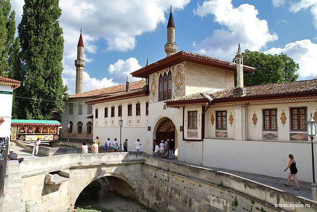 МИД Украины попросил у ЮНЕСКО защиты для Ханского дворца в Бахчисарае
