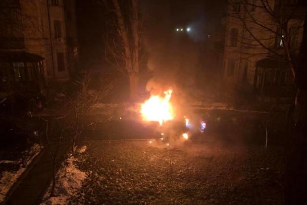 В Киеве сожгли машину депутата-свободовца