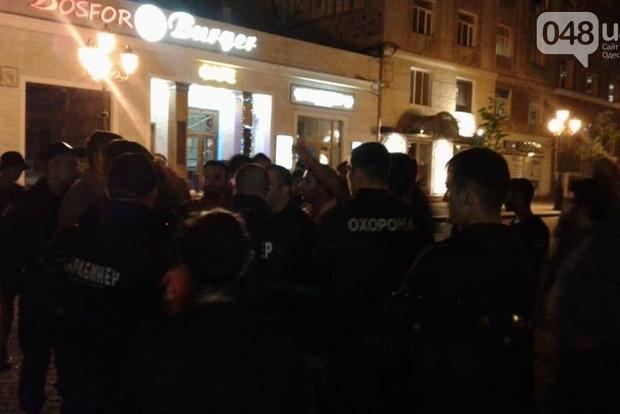 В Одессе иностранцы устроили массовую драку: опубликованы фото