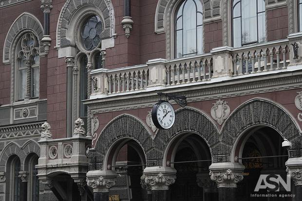 Украина продлила санкции против 4 российских банков