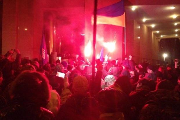 В Киеве пытались взять штурмом офис компании Ахметова
