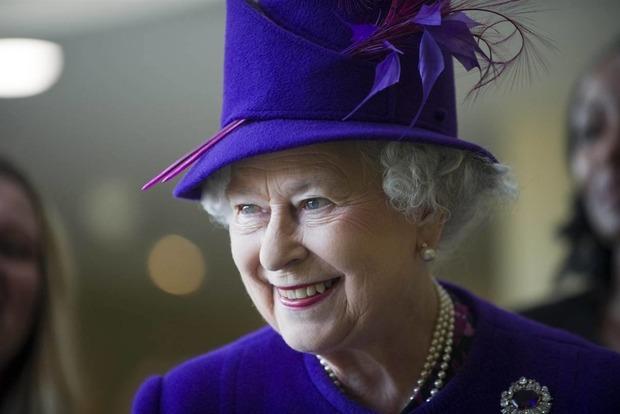 Єлизавета II спустила на воду авіаносець названий на її честь