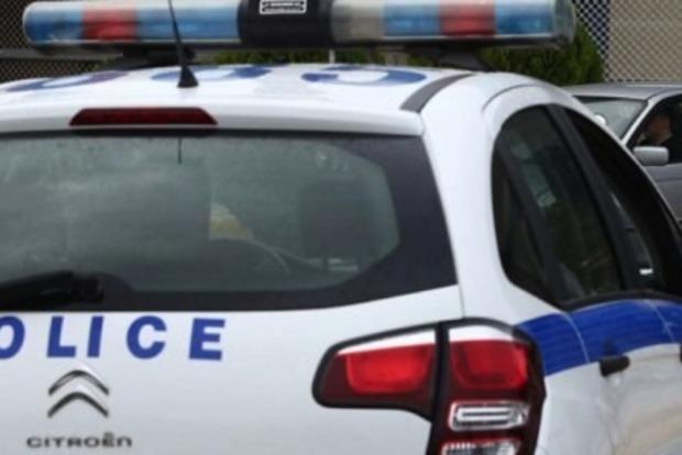 В Афинах неизвестные с кувалдами атаковали посольство Канады