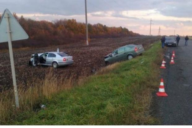 Шесть человек пострадали в лобовом ДТП под Харьковом