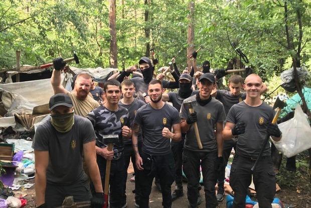 Табор ромов в Голосеевском лесу: опубликовано видео нападения на эколога