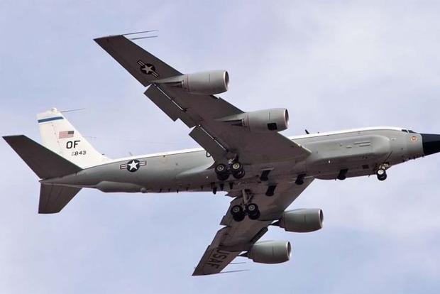 Самолет-разведчик США начал миссию над Крымом