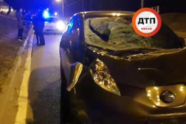 Под Киевом парень бросился под колеса Nissan