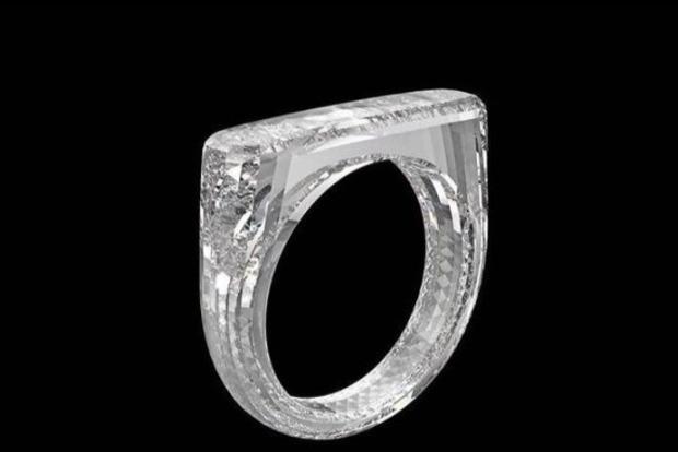 Дизайнер Apple создал первое в мире кольцо из цельного бриллианта