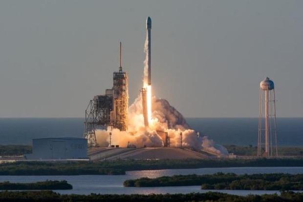 Маск запустил ракету Falcon 9, выведшую на орбиту рекордный груз