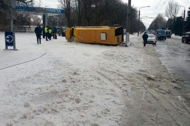 В Запорожье перевернулась маршрутка с 18 пассажирами