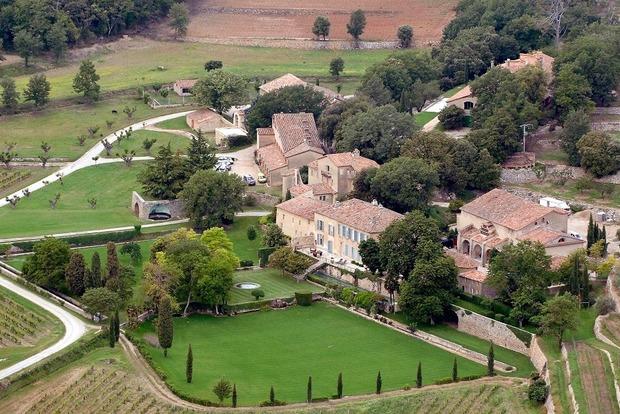 Как Джоли и Питт поссорились с французским архитектором на полмиллиона евро и при чем тут имя их дочери