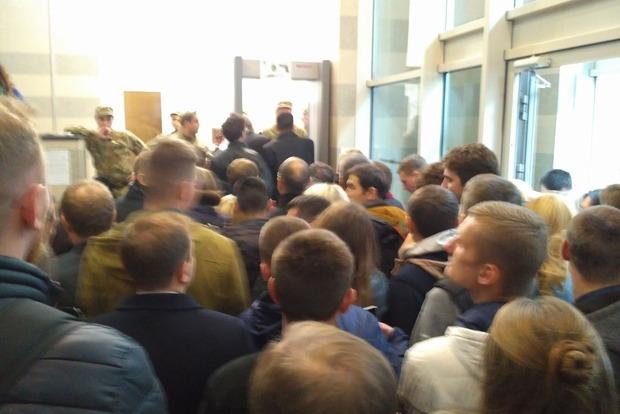 В Раде аншлаг и давка из-за законопроекта по реинтеграции Донбасса