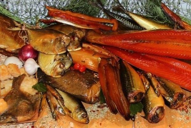 Повинна пахнути дровами, а не хімією: як правильно вибирати рибу в магазині