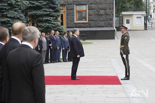 Порошенко признал, что украинцы недовольны жизнью ивластью