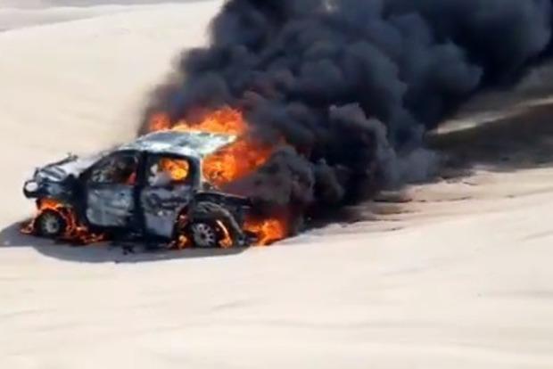 На ралли «Дакар» у гонщицы полностью сгорел автомобиль