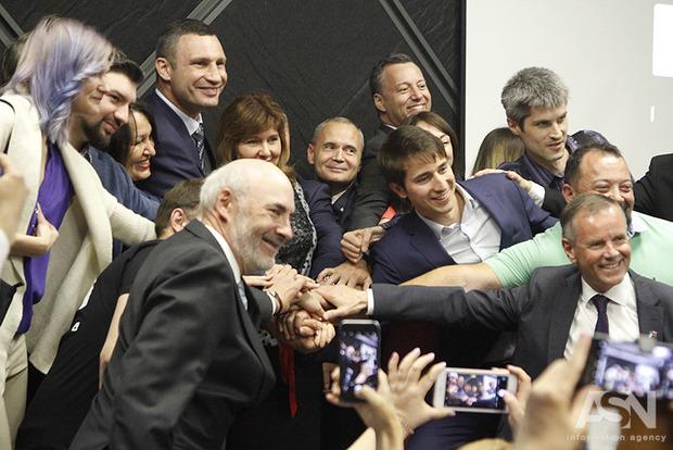 На Крещатике открыли крупнейший в Украине центр инноваций и предпринимательства