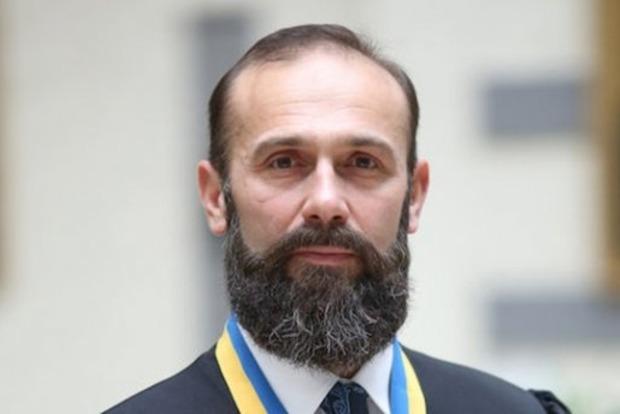 Суд восстановил в должности подозреваемого в коррупции судью Емельянова