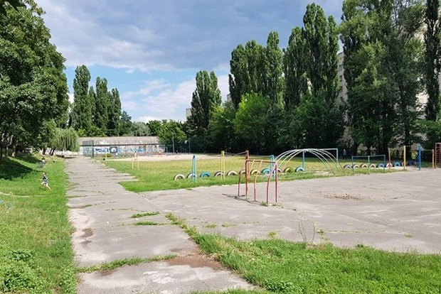 Скандал у Києві: на одному зі стадіонів зробили невидимий ремонт за мільйон