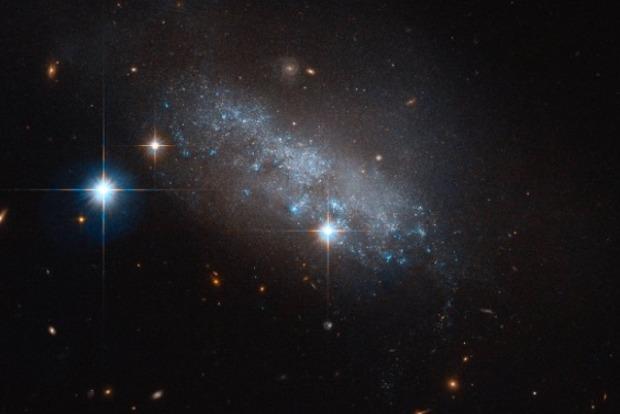 Эксперты НАСА открыли новую галактику из синих звезд