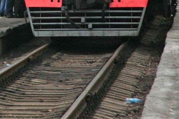 В Киеве молодой парень погиб под колесами поезда