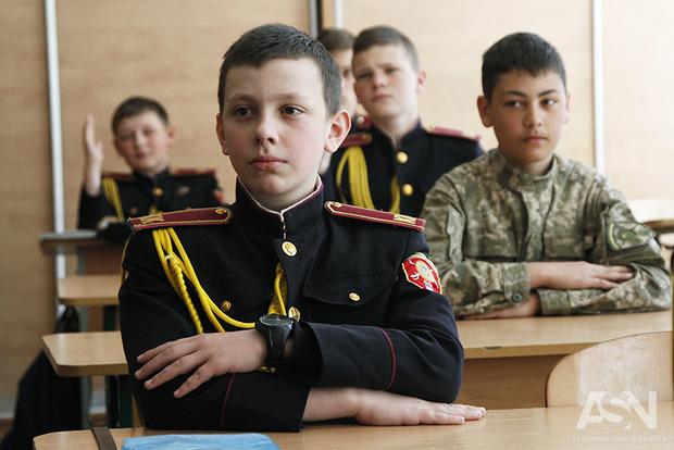 Разделяй и обучай: в Украине появились отдельные классы для мальчиков и девочек