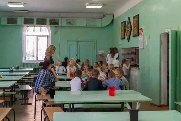 Полсотни отравившихся школьников в Днипре: Один ребенок - в коме, один - в реанимации