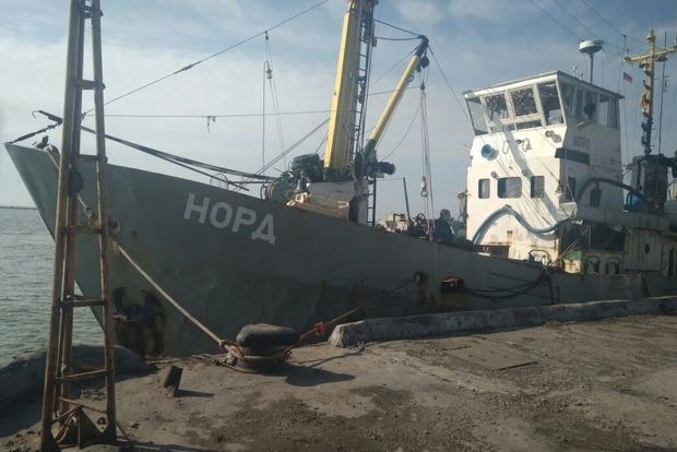 Пограничники показали пойманное в Азовском море российское судно