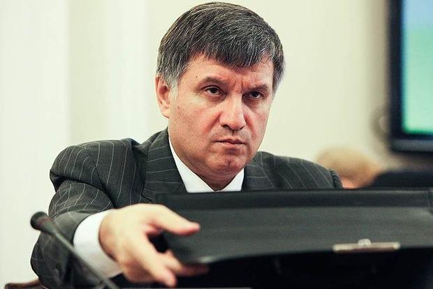 Арсен Аваков все-таки прервал визит в Канаду и возвращается в Украину