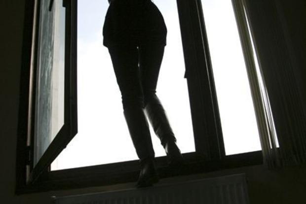В Киеве 25-летняя девушка погибла, выпав с 11 этажа
