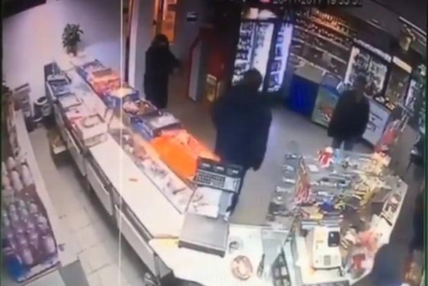 Сын нардепа-радикала получил подозрение за ограбление магазина