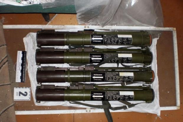 В Донецкой области правоохранители нашли тайник с оружием и боеприпасами