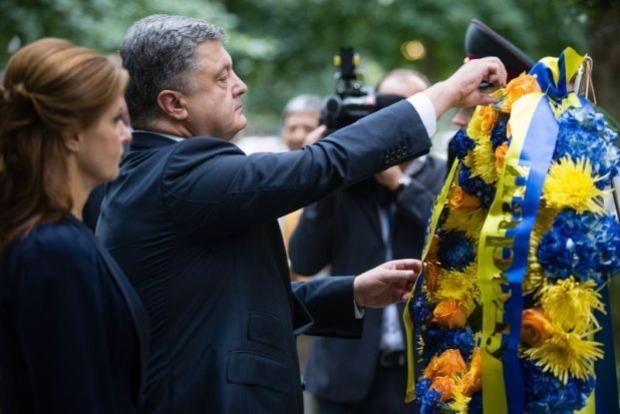 Президент почтил память жертв теракта 11 сентября