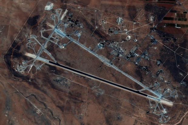 Появились фото и видео последствий ракетного удара США по авиабазе в Сирии