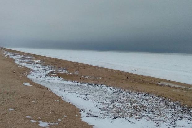 Аномальное явление: в Херсонской области сняли на видео, как замерзло Азовской море
