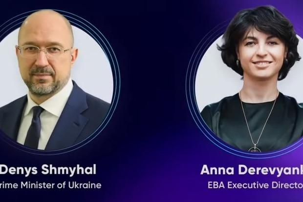 Ожидать прекращения карантина в Украине не стоит, заявил премьер