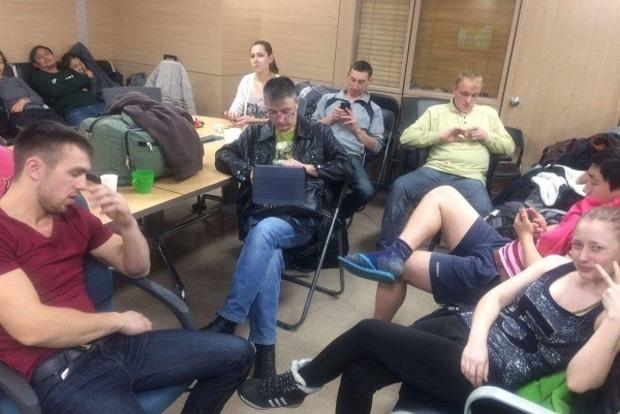 Задержанных в Южной Корее россиян отправили домой